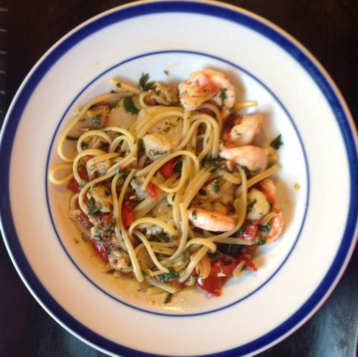 clams, scallops, shrimp, linguine | photo gourmet-metrics